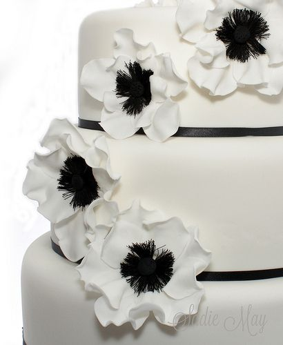 Black & White Aneome | Sadie May Cakes | Flickr