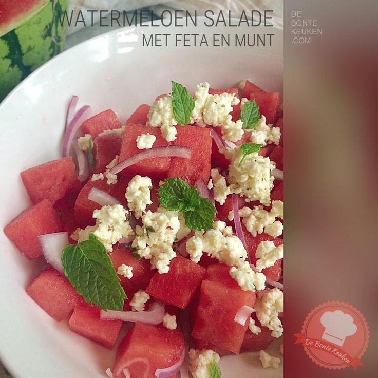 Foto: DeBonteKeuken: Watermeloen salade met feta en munt. (watermeloen, meloen, zomer, fruit, rode ui, feta kaas, verse kruiden,…