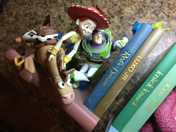 Character includes: Woody, Buzz Lightyear, Jessie, Bullseye, Lotso, Stretch, Chunk and the Little Green Alien Guy! Disney Pixar Toy Story 3 Bookends with all of your favorite Toy Story 3 Characters.  http://r.ebay.com/7gebSy?
