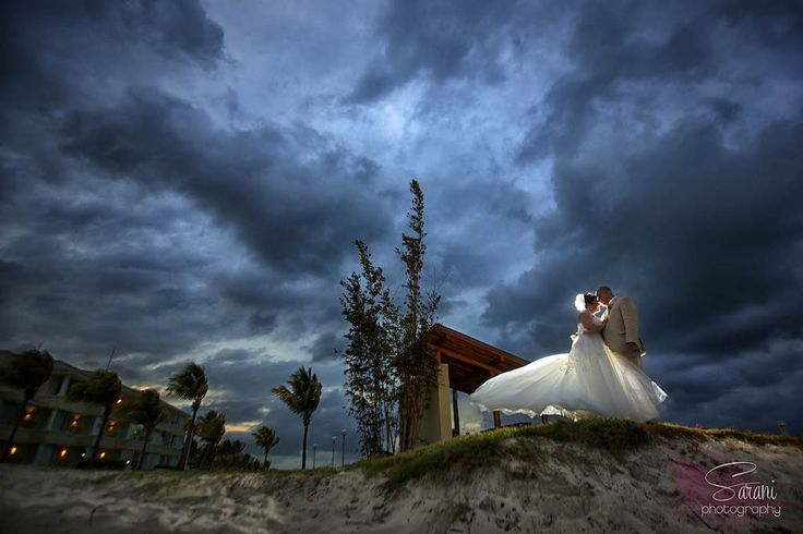 It's fascinating to me how Sarani can take the natural surroundings with her couples. http://bit.ly/1VCyPpX #lizmooreweddings