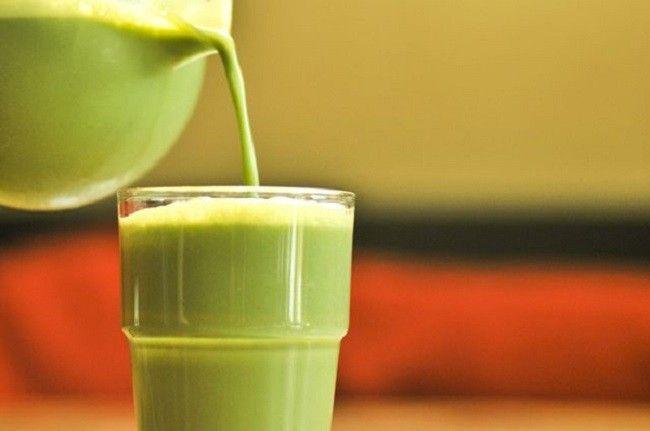 """Tejes zöld tea, ami """"felrobbantja"""" rád rakódott zsírt -1,5 liter alacsony zsírtartalmú tej 2 evőkanál szálas, eredeti (nem filteres) zöld tea"""