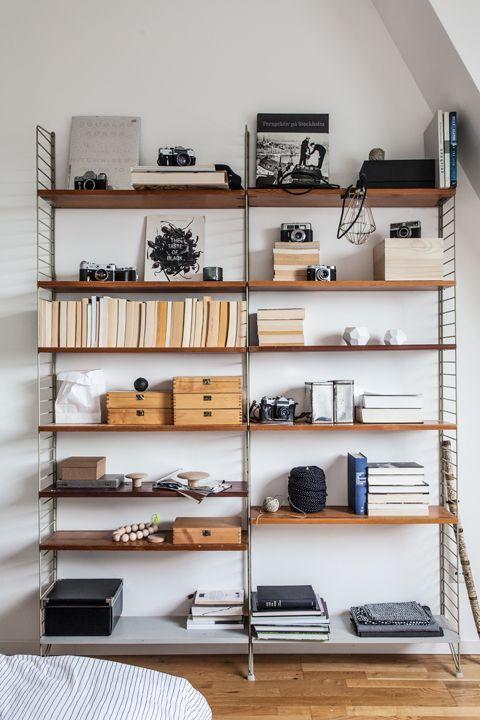 Open storage via #String shelf in #Schlafzim …
