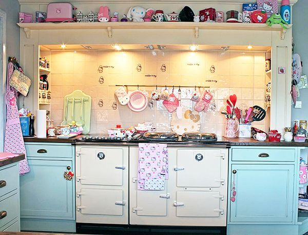 A wonderful vintage kitchen accessorized with Hello Kitty! How cute!