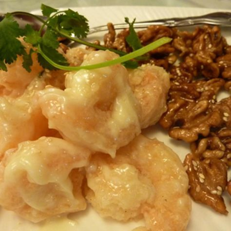 This is one of my favorite shrimp dishes. I once ordered this from a chinese restuarant a few years ago, and fell inlove with the uniqueness in taste! I hope you will enjoy the taste too!