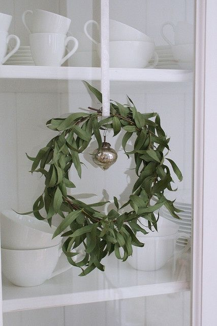 I bet this smells great too! Eucalyptus wreath. #holidayprep super easy to make,
