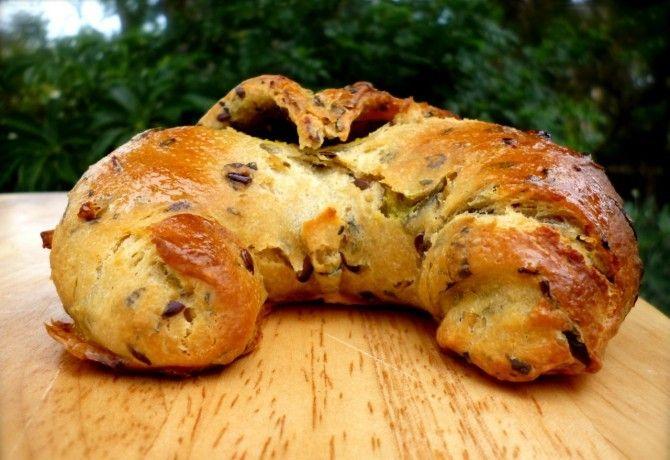 Szoktál otthon kenyeret, kiflit, zsemlét sütni? Ha eddig nem, próbáld ki, nem ördöngösség! Hogy még tutibb legyen a végeredmény, használj hozzá teljes kiőrlésű lisztet is!