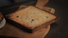 Het nagerecht zilt zoute karameltaart komt uit het programma Koken met Van Boven. Lees hier het hele recept en maak zelf zilt zoute karameltaart.