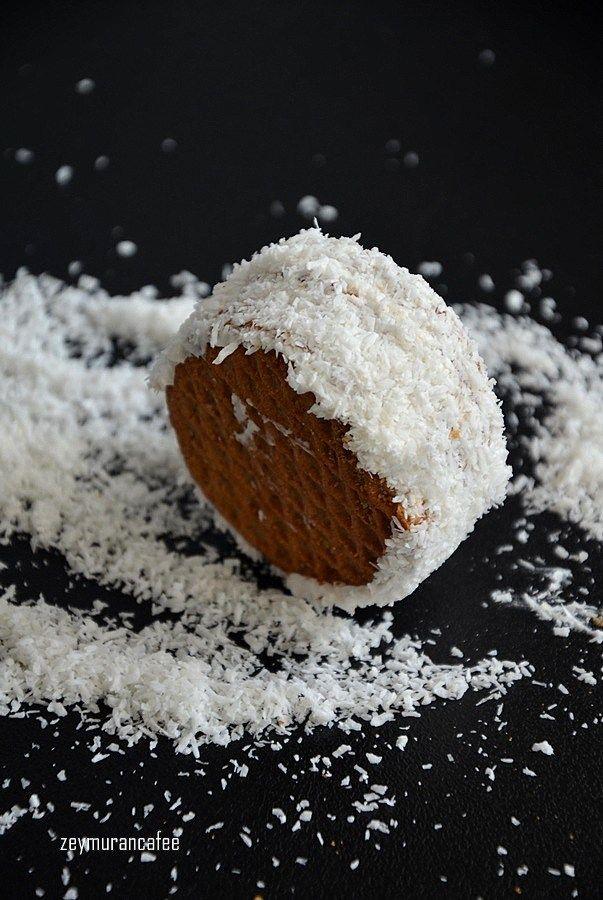 Yulaflı Bisküvili Pasta Tarifi bisküvi ile yapılan kolay bir pasta tarifi. Hem masrafsız hem zaman almıyor,oldukça pratik.