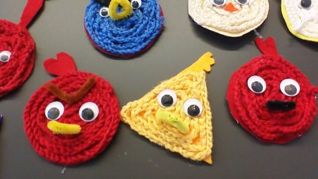 """""""Ketjusilmukka-Angry Birds"""". taakse voi liimata vaikkapa magneetin. (Alakoulun aarreaitta FB -sivustosta / Hanna Rantanen)"""