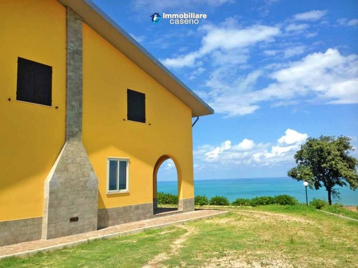 http://immobiliarecaserio.com/Cottage_large_completely_restored_close_to_the_sea_for_sale_in_Italy_Molise_Petacciato_2198.html