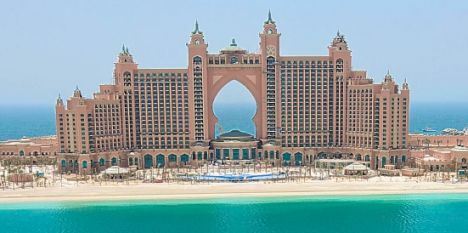 Palace of excess dubai 39 s new 750million hotel boasts for Hip hotel dubai