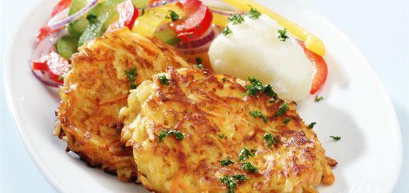 Grønnsakskarbonader for to personer: 1 liten løk, revet 2 gulrøtter, revne 2 poteter, revne 100 g sellerirot,revet 1 egg 3 ss sammalt hvete, grov 1 krm pepper ½ ts salt 1 ss flytende margarin