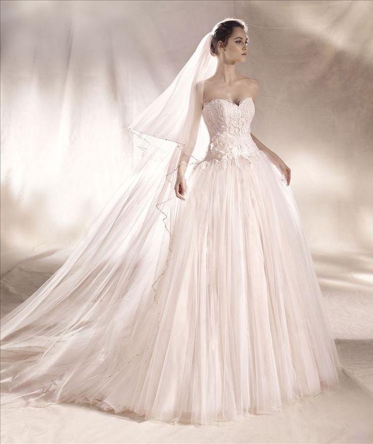Pronovias wedding dress. #weddingdress #wedding #weddinggown #weddinggown #bride #bridaldress #bridalgown