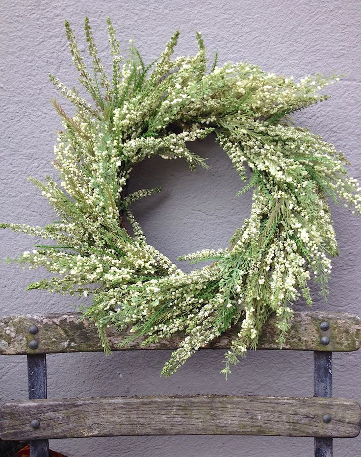 Lasting heather wreath. Green & Cream. So so pretty.