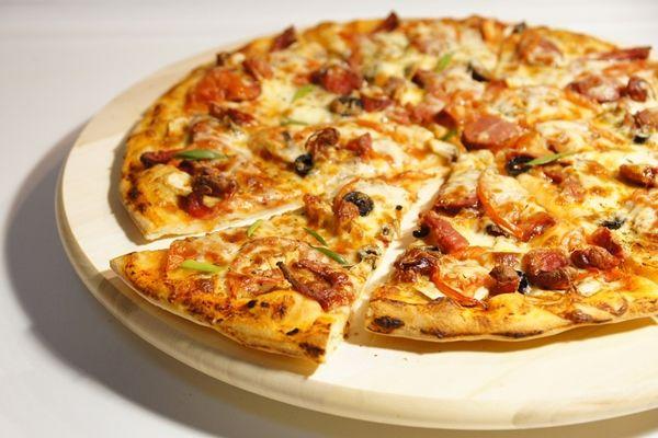 Alap pizzatészta, ahogy az olaszok készítik. A Margherita, Tonno, Capricciosa pizza receptje | Szépítők Magazin