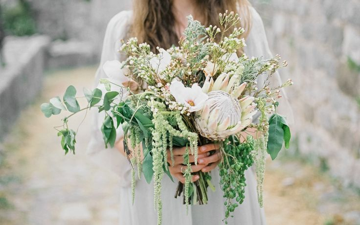 Montenegro Wedding Inspiration photo: Malvina Frolova #bridalbouquet, #wildbouquet, #kingprotea, #bouquet, #weddingbouquet, #gardenstyle, #protea, #amarant, #magnolia