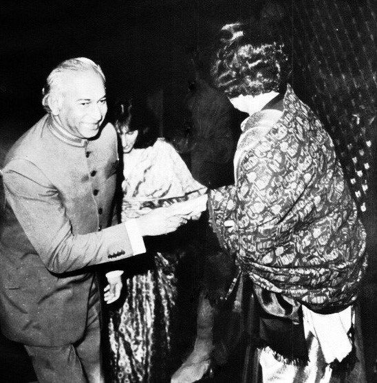 Shaheed Zulfikar Ali Bhutto with his Daughter Shaheed Benazir Bhutto #pakistanpeoplesparty #leaders #chairman_ppp