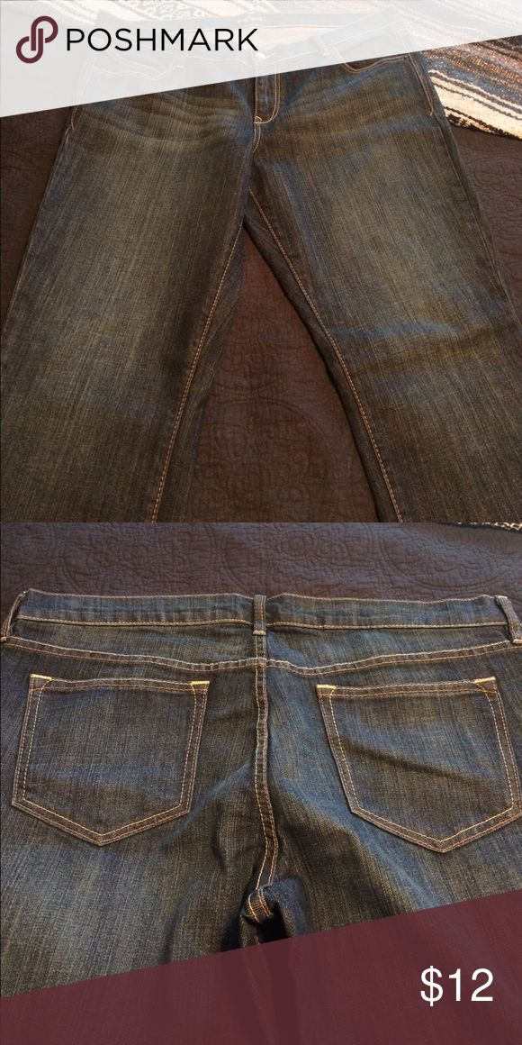"""Old Nacy bootcut jeans in great condition Oh, cowgirl - these jeans are for the sassy sister who needs jeans to wear with boots or heels. In great condition! 35""""'inseam is way too long for my stubby stems. Old Navy Jeans Boot Cut"""