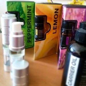 Esenciálne oleje (silice) sú aromatické esencie získavané z rôznych častí rastlín: kvetov, výhonkov, ovocia, šupiek, kôry, koreňov, stoniek. Sú darom prírody a ľudstvo si ich váži už od staroveku. Aromaterapia doslovne znamená liečenie prostredníctvom vôní a je jedným z odvetví fytoterapie.
