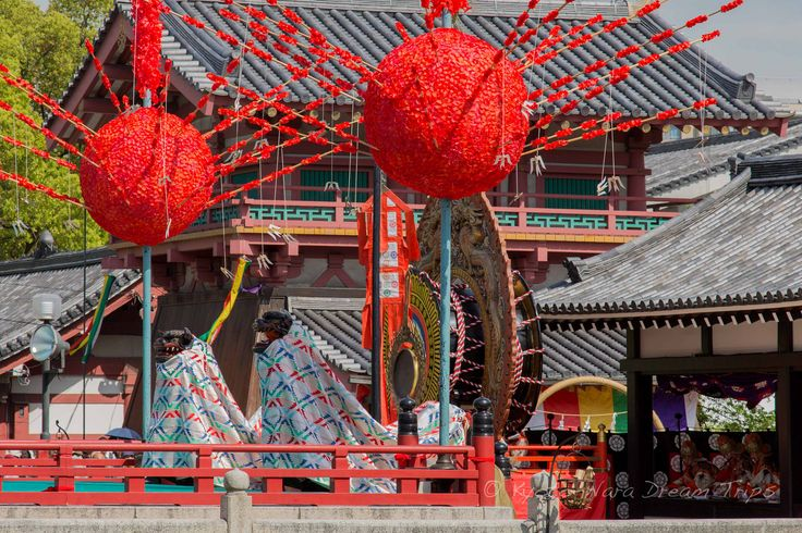 https://flic.kr/p/GnPWMC | Ancient Bugaku Dance at Shitennō-ji in Osaka, Japan. | Bugaku Lion Dance (舞楽 獅子)  in honour of Prince Shōtoku's (聖徳太子) passing away (April 22nd). This is part of the Shōryōe Bugaku Memorial Service (聖霊会舞楽大法要) at Shitennō-ji (四天王寺) in Osaka.