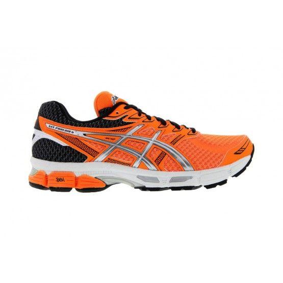 Asics Gel-Phönix 6 futócipő férfi fekete,narancs.  Utolsó darab . Mérete: 46. Asics Gel-Phönix 6 futócipő férfi fekete,narancs neutrális és enyhén pronáló futócipő kiváló tompítással. Kiváló futócipő kezdőknek és haladó futóknak egyaránt. Jellemzői: DuoMax Support System, Trusstic, Forefoot & rearfoot gel cushioning system, Removable Sockliner, 3M REFLECTIVE és Ahar+.