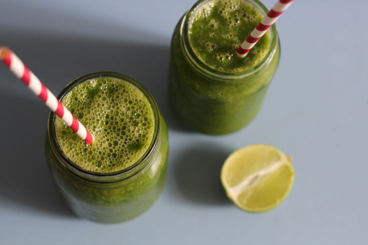 Mango, mint and lime green smoothie by Bex at Vegan Sparkles. A ...