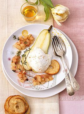 Ziegenfrischkäse-Mousse mit Birnenchutney - Herzhaftes mit frischen Birnen - [LIVING AT HOME]