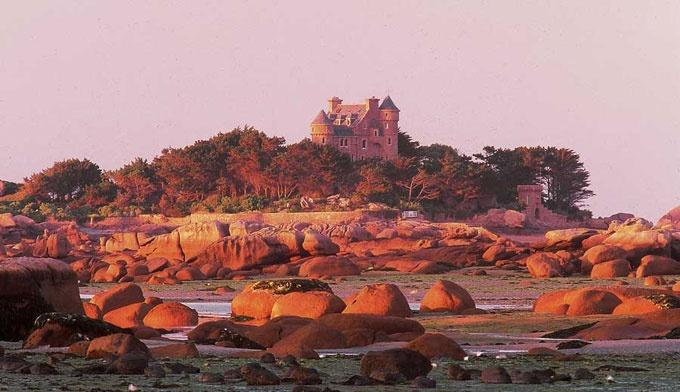La cote de granit rose, Ploumanac'h, le château de Costaéres