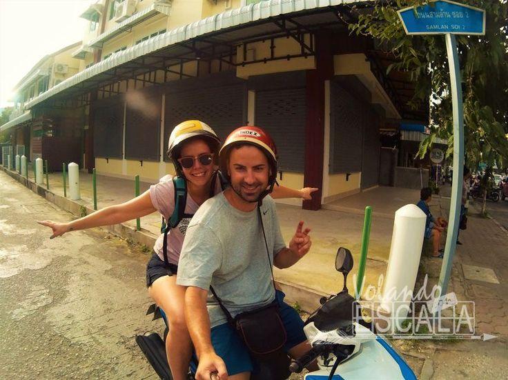 En nuestro último día en esta ciudad, recorreríamos Chiang Mai en moto: Thai Massage en la cárcel de mujeres y Wat Chedi Luang, un templo realmente precioso