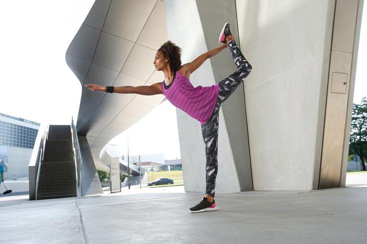 Du magst Muster und Farben? Dann motiviert dich dieser aufregende Fitness-Look ganz sicher zu sportlichen Höchstleistungen! Knalliges Lila und spannende Graphic-Muster sorgen für einen Hingucker nach dem anderen.