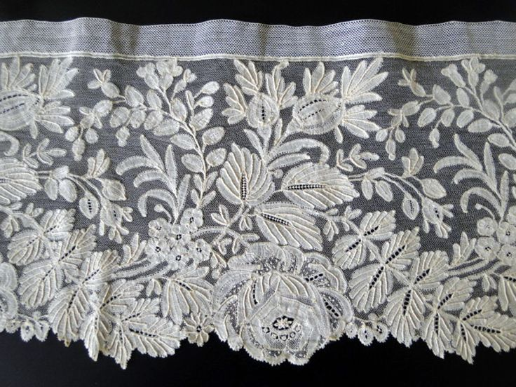 19th c Point d'Angleterre,  a fine Belgian bobbinlace with Point de Gaze ground and decorative needle-made fillings.