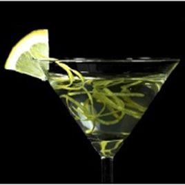 HÖRBRANZ MARTINI 8 cl Vodka, 2 cl Prinz Fläderlikör Is Färsk Citron Gör så här. Häll sprit, likör och krossad is i en cocktailshaker och rör om. Sila och häll upp i ett kylt martiniglas. Garnera med citronen.