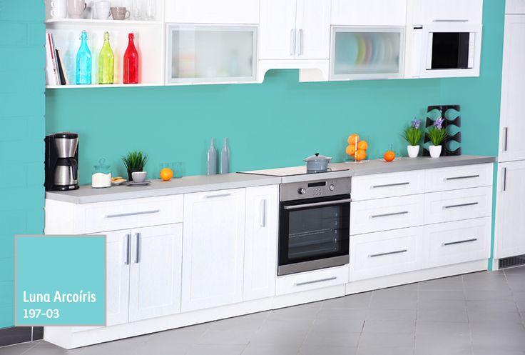 Dale a tu cocina un estilo diferente, usando colores vibrantes que resalten los muebles. #BienHecho