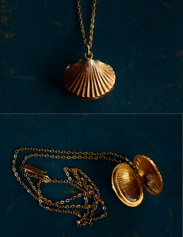 19th Century 18K Gold Shell Locket and 9K Gold Chain, English