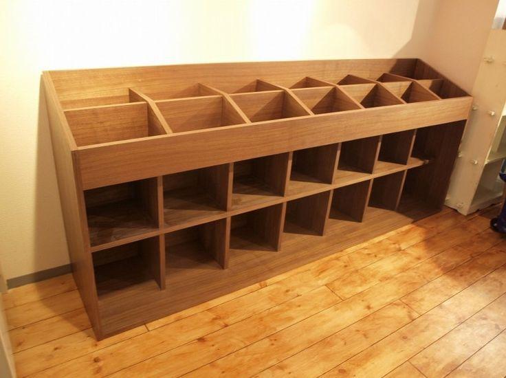 record display need lockable cabinet underneath