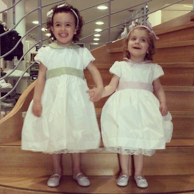 Anna & Matilde...due bambole ...due cuginette unite come sorelle ...due damigelle deliziose ...due abiti di alta sartoria, personalizzabili su richiesta ...una foto dolcissima  #outfit #ootd #fashionstyle #fashion #instalike #instamood #moda #sisters #modakids #modabambini #sorelle #outfitoftheday #cerimonie #cugine #abbigliamentobambina #mini #abitiperbambine #matrimonio #minimodaprato #eleganza #damigelle
