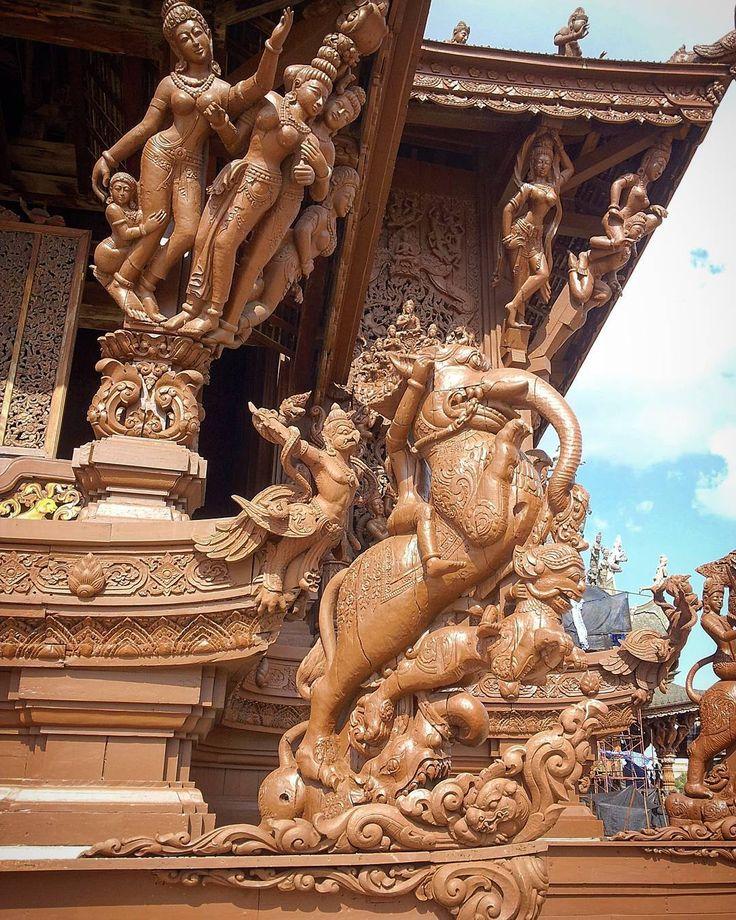 #SanctuaryOfTruth w  dzielnicy #Nakluea w północnej części miasta #Pattaya  #amazingthailand #thailandphotography #grandpalace #thailand #podróże #wycieczki #zwiedzanie #sightseeing #travel #reisen #tajlandia #azja #asia #fotography #architecture #architektura #fotografia #urlop #siamroom #sukhumvit #watphrakaew #watphrakaeo #watpho #watarun #hotel #buddha http://tipsrazzi.com/ipost/1521698665176239032/?code=BUeKN-pBAu4