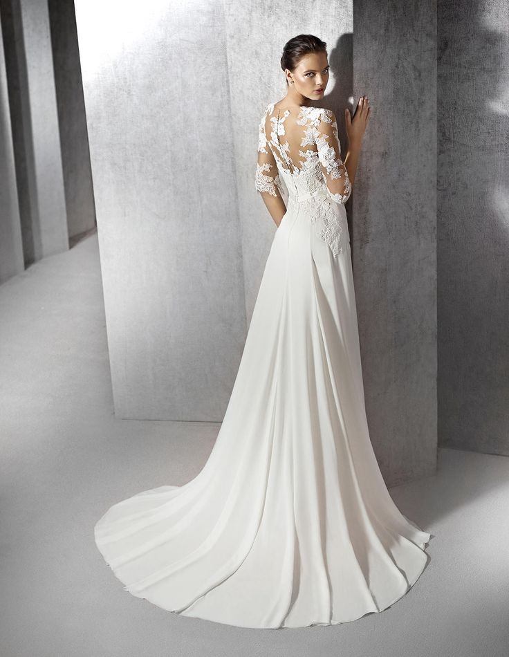 Original wedding dress in gauze, tulle and lace. Sweetheart bodice with sheer overlay and sleeves in illusion tulle decorated with lace appliqués. Gauze skirt