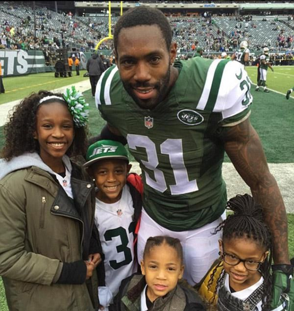 1. Antonio Cromartie (12)  Antonio Cromartie is the football player who seems to never stop procreating. Currently he has ten kids and his wife is expecting a set of twins. Surprisingly, Antonio had a vasectomy, but still succeeded to get his wife expectant with twins.