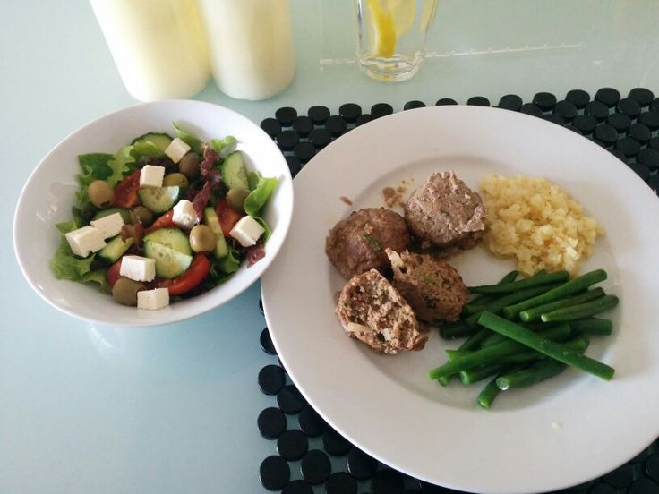 Greek salad with olive oil. Green beans, cauliflower rice and mince balls with onions, parsley and garlic.