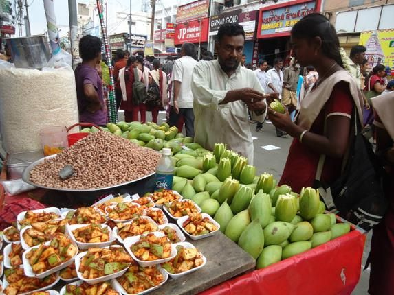 Street food vendor in Koniammam Ther Thiruvizha in Coimbatore