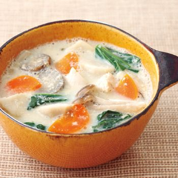 里芋は芋類の中でも食物繊維が豊富で低カロリー。ジャガイモに比べ血糖値が上がりにくく、ダイエット向きの優秀食材だ。