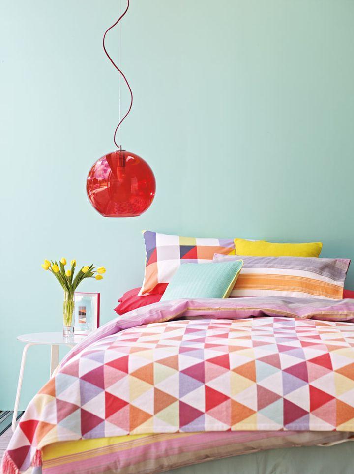 Beautiful!Wall Colors, Bedrooms Design, Interiors Design, Triangles Quilt, Bed Linens, Beds Linens, Wall Colours, Bedrooms Decor, Bedrooms Ideas