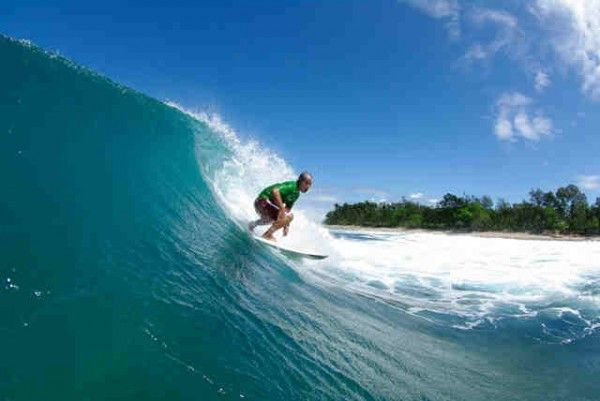 Top 10 Cool Surfing Destinations in the Philippines:Surfing in Pagudpud, Philippines