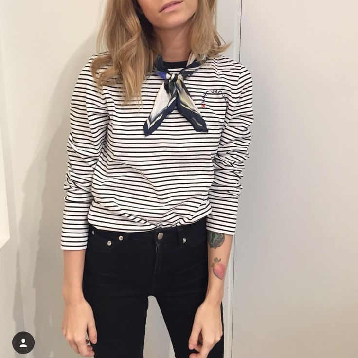 Love the neckerchief around the neck. Paired with a breton top and skinny jeans, such a simple, classic look.