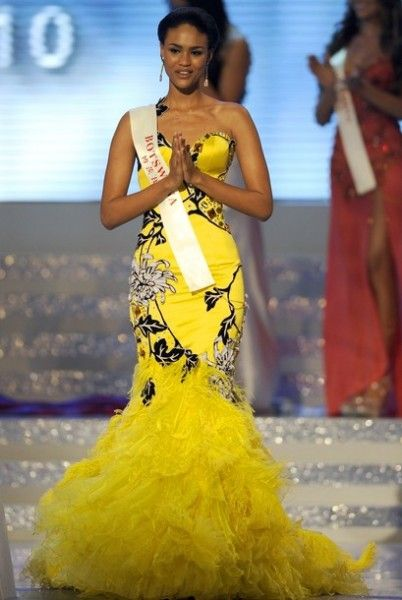 Beautiful yellow gown for Botswana in Miss World 2010