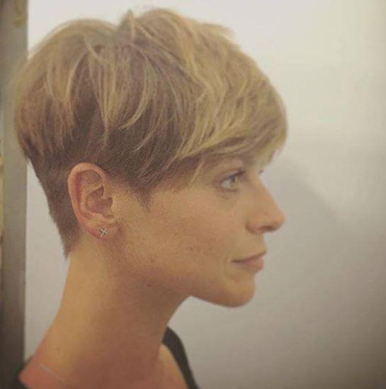 Risultati immagini per capelli corti alessandra amoroso
