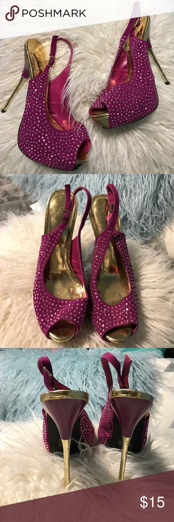 Shoe Dazzle purple pump with gold detail Really cute purple pumps with gold rhinestone details! From ShoeDazzle Shoe Dazzle Shoes Heels