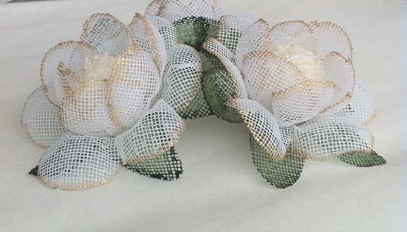 Forminha branca com detalhe dourado de tecido para deixar sua mesa de doces irresistível, R$ 2,30