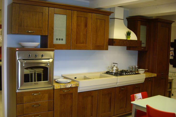 Cucina LUBE modello Erica - Elettrodomestici inclusi al 60% di sconto su www.mobistock.it - Top Tozzetti Verona  ante color noce